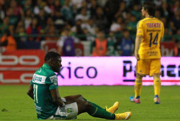 Marcos Caicedo sufrió una contractura en el bíceps femoral de la pierna...