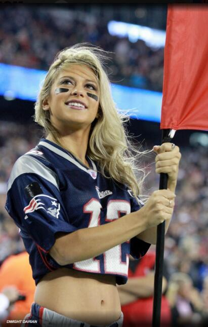 Capitana de las porristas de los New England Patriots, viajó a Hawaii pa...