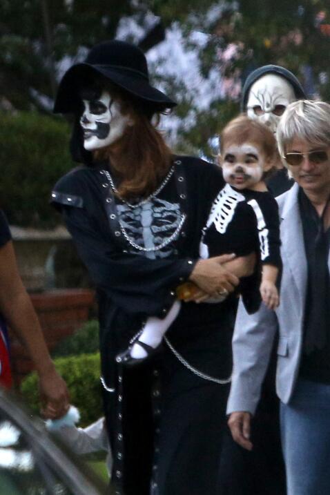 Los famosos pidieron su 'trick or treat' en su barrio