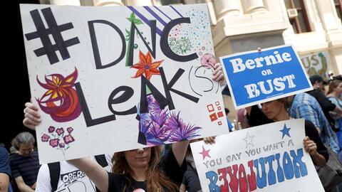 Protestas en Filadelfia por la polémica de los correos electr&oac...