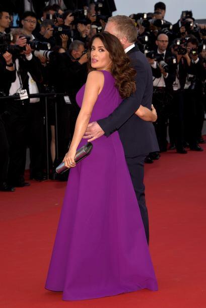 Salma ha lucido impresionantes vestidos Gucci, Alexander McQueen durante...