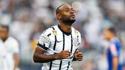 Corinthians golea y sigue firme en el liderato del Brasileirao