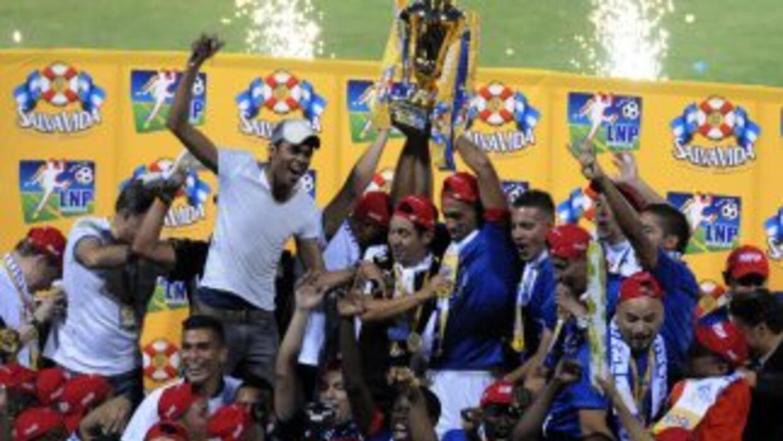 Olimpia se coronó campeón por cuarta vez consecutiva al vencer 2-0 al Re...