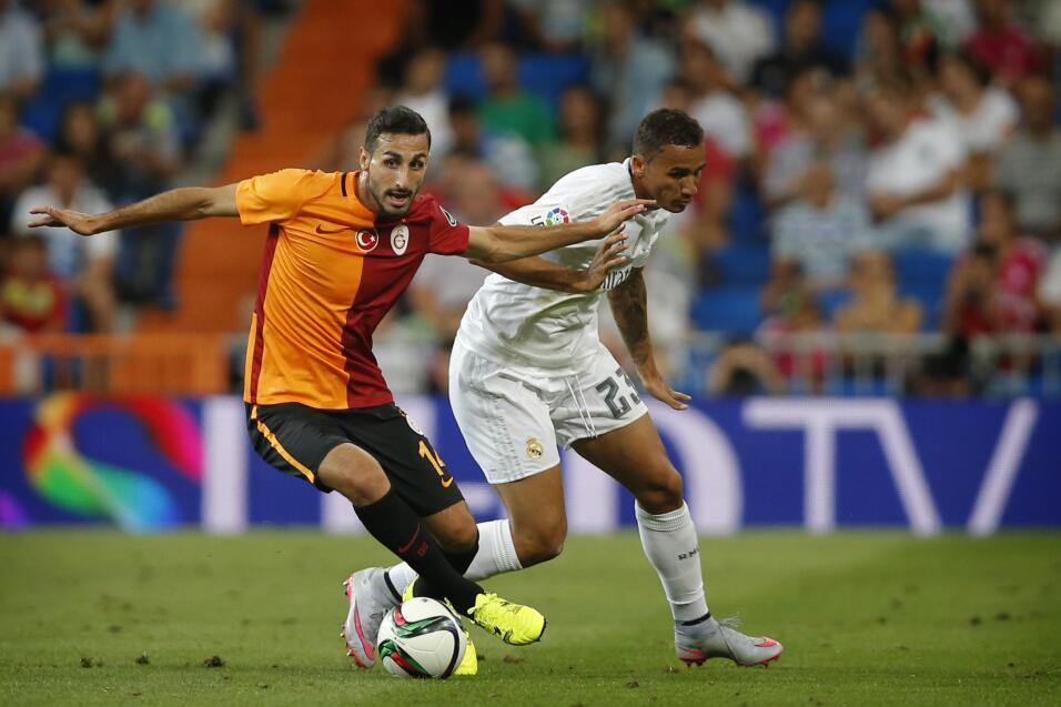 Nápoles arrolla al Benevento y el Milan no falla ante Udinese AP_3708931...