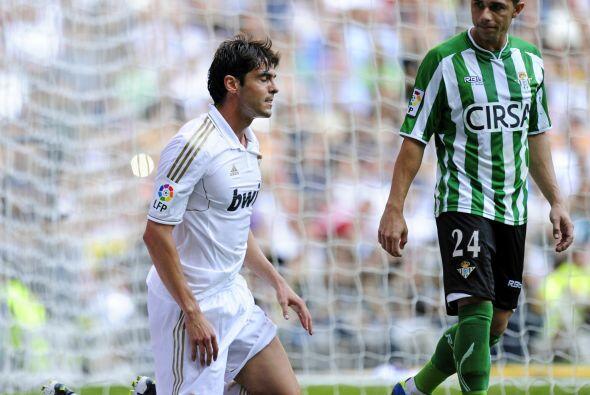 El brasileño Kaká cada vez juega mejor y otra vez llegó al gol.