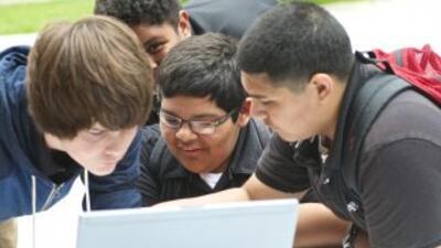 Geek Bus: La divertida escuela móvil de tecnología .Geek Bus: La divert...