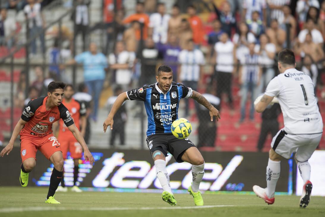 Querétaro derrota a Pachuca dando una gran exhibición Volpi peligro.jpg