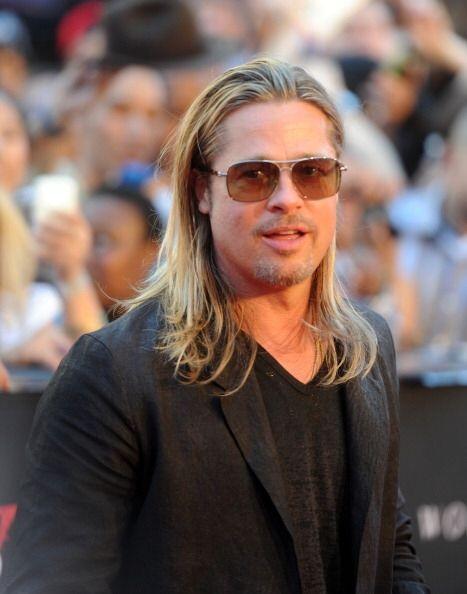 Brad Pitt con melena larga y estilo 'rockstar' ¡es uno de sus 'loo...