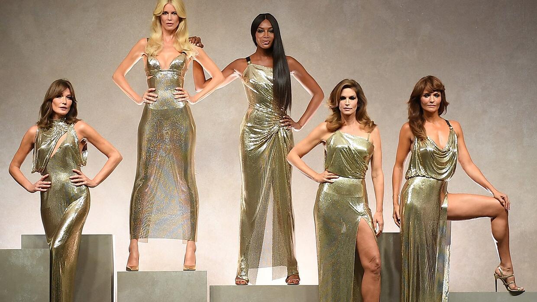 Supermodelos en desfile de Versace 2017