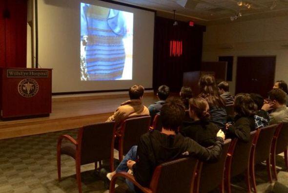 El vestido era tema de polémica en clases universitarias. ¡Qué horror!