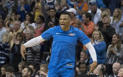 Westbrook brilla contra los Warriors.