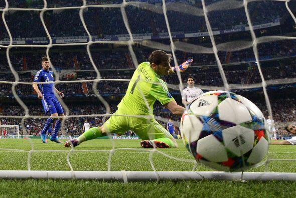 Antes de finalizar el primer tiempo el Schalke volvería a hacerse presen...