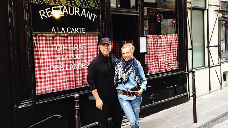 Thalía y Tommy en París