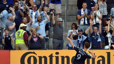 Krisztian Nemeth celebra su gol ante Colorado Rapids