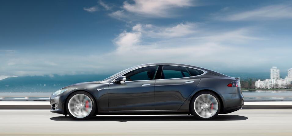 Tesla enfrenta despidos y retrasos en la producción del Model 3 section-...
