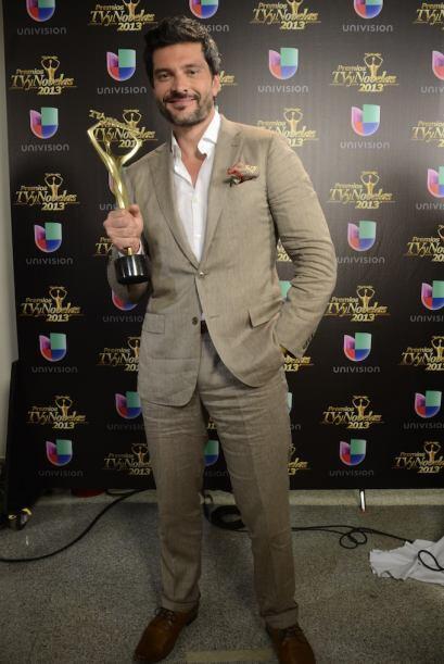 """El actor se llevó su premio por su participación en """"Por ella soy Eva""""."""