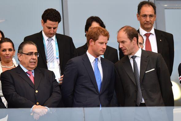 El equipo inglés recibió un invitado especial en su despedida de Brasil:...