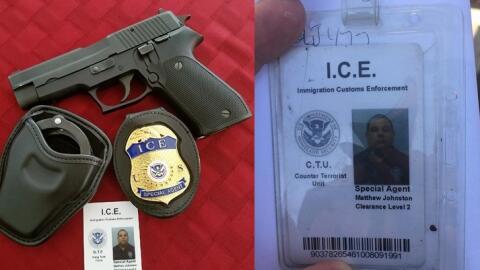 Esta identificación y placa falsas del Servicio de Inmigraci&oacu...