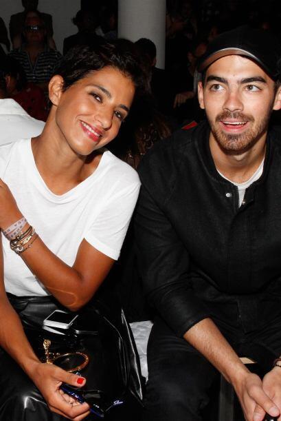 ¿Por qué Joe Jonas está tan bien acompañado? Ella es la princesa Deena A...
