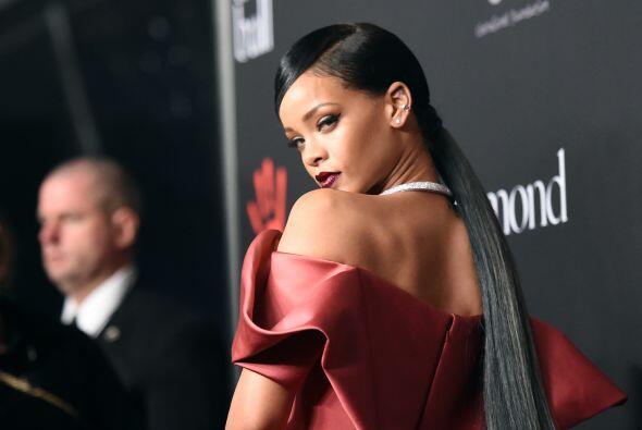 Qué mala suerte la de Rihanna que inauguró con este espect...