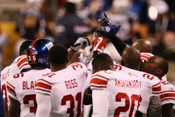 Los Giants se agruparon tras el calentamiento para hacer un círcu...