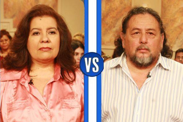 Miguel Ángel Alvarado lleva a la corte a su esposa, la Sra. Elsa Beatriz...