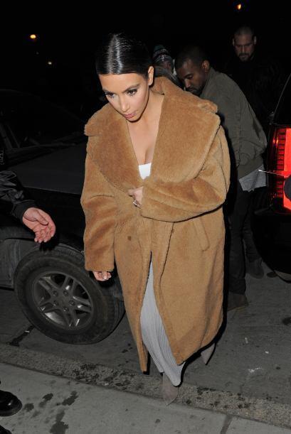 Con ese abrigo seguro que no pasó frío. Mira aquí l...