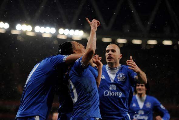 Pienaar sorprendió para volver a poner al Everton adelante.
