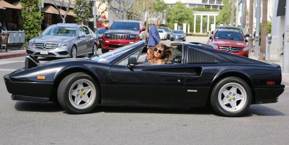 Los fabulosos autos de las modelos de Victoria's Secret MEG_HKVFDBH17041...