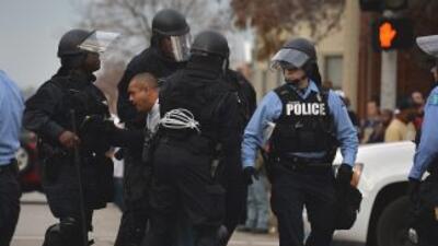 El gobierno de Obama busca reforzar los lazos entre la policía y la comu...