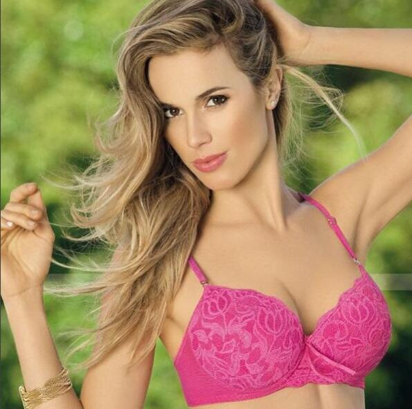 Cecilia es una bella modelo y conductora argentina quien es gran seguido...