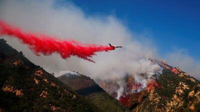 Aumenta a tres la cifra de muertes por el incendio Woolsey en el sur de California