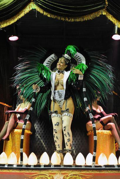 El carnaval en el Sambódromo atrajo a una multitud en su primer día.