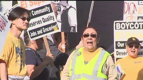 Trabajadores sindicalizados de El Super protestan de nuevo tras tres año...
