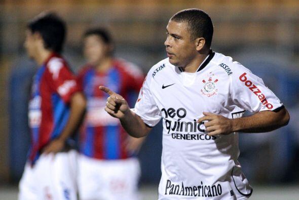 Ronaldo tuvo un incidente en la noche carioca de Rio de Janeiro con unos...