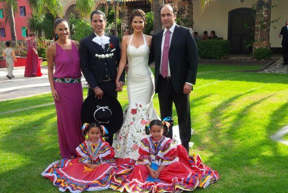 La gran familia de amigas y cuñadas con Karla Martínez, Luis Carlos Mart...