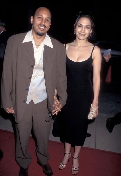 El 27 de abril de 1995 Jennifer López asistió con quien era su novio ent...