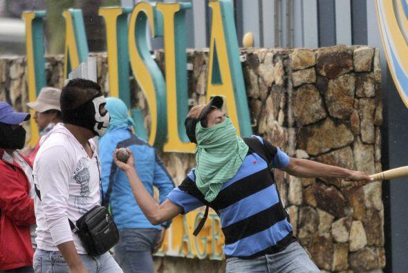 Manifestantes irrumpieron también en el Centro Comercial La Isla, rumbo...