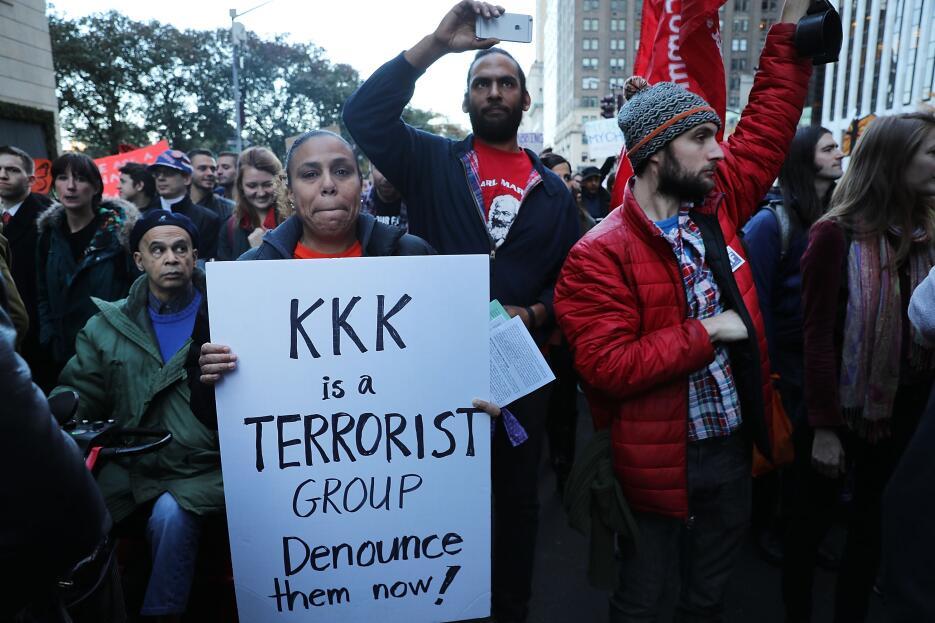 """""""El KKK es un grupo terrorista, denúncialos ahora""""."""