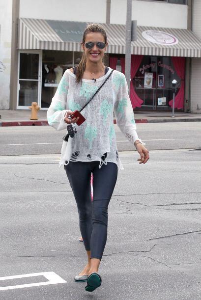 ¡Sorprendentemente Alessandra Ambrosio erró con su 'outfit' esta semana!...