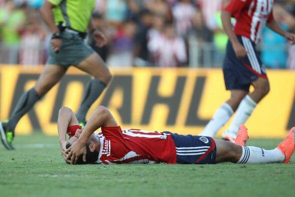 Un semestre después las Chivas comenzarían su estancia en la zona baja d...