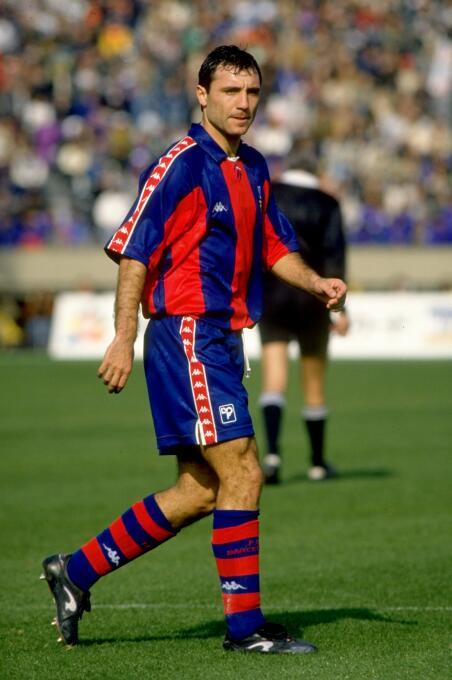 Hristo Stoichkov debutó el 9 de septiembre de 1990 con el barcelona y ma...