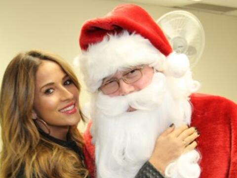 Siguiendo su tradición navideña, la presentadora de Univis...