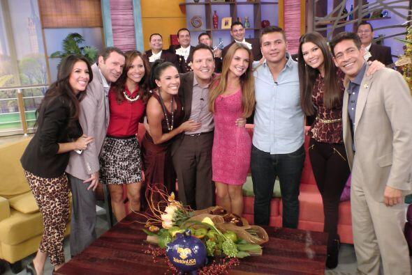 La foto de recuerdo no podía faltar y todos posaron con Ximena y Samuel.