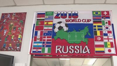 Una peluquería de Nueva York se convierte en el lugar propicio para que aficionados al fútbol hablen del Mundial