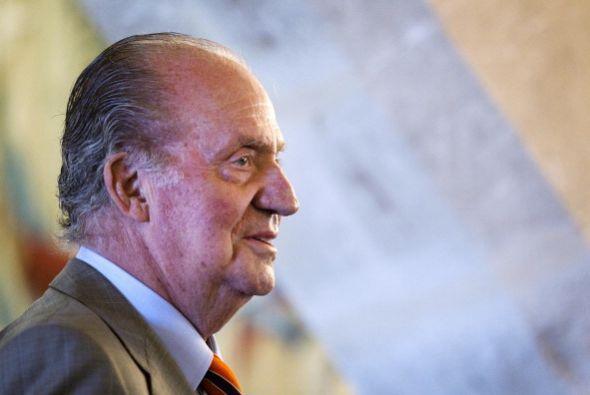 Pasó su infancia en Italia, Suiza y Estoril (Portugal).