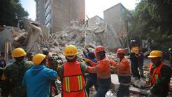 Labores de rescate este miércoles en uno de los edificios destruidos por...