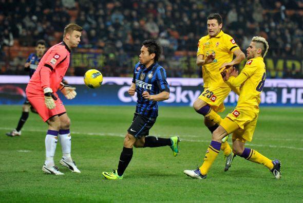 Juega en el Inter de Milán y poco a poco se ha ido ganando su puesto en...