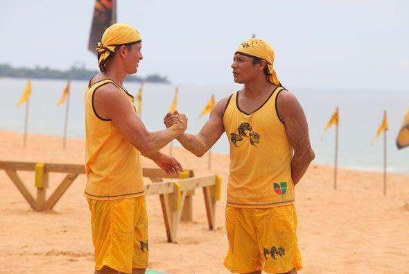 Y sí, Jonathan lloró al verse fuera de la isla, pero Oscar le dio la fue...