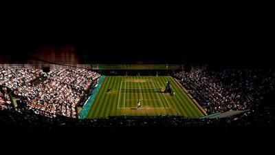 En fotos: Serena Williams remonta un set de déficit para ir a las semifinales en Wimbledon